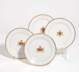 4 plates with coat of arms decoration