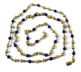 LONG GOLD CHAIN WITH LAPISLA-. TOLI, 750 YELLOW GOLD, CA.52GR.
