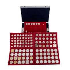 USA collection in aluminium case with, among other things,