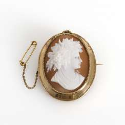 Brooch with a conch cameo