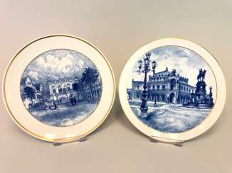 Two ornamental plates / wall plates: Meissen porcelain, view to Semper Opera in Dresden and the view of the Old stock exchange in Leipzig. Cobalt blue.