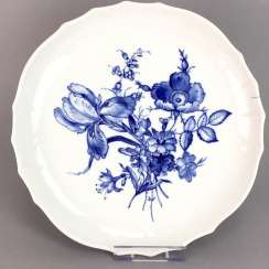 Anbietteller / round plate: Meissen porcelain, decor German flower in Blue, in the Form of New cutting 1. Half of the 20. Century,