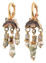 Couple of Lunula gold earrings with garnet and mother-of-pearl