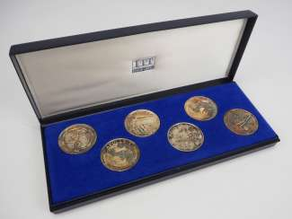 Apollo coins in a case - 6 SILVER copies.