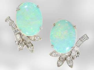 Earrings: decorative, formerly expensive white gold earrings with beautiful opals and diamonds, 18K white gold, vintage hand work of the court jeweller and Roesner