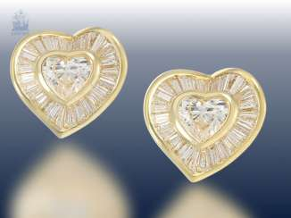 Stud: a very fancy, luxury heart diamond stud earrings, modern, crafted from 18K Gold, fine diamonds together 3,37 ct, unworn, NP lt.Label 15500,-€