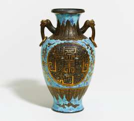 ZUN-VASE WITH HANDLES AND Large MEDALLIONS