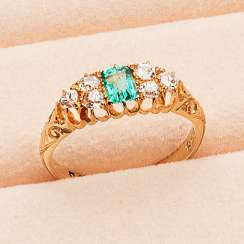 Art Nouveau emerald ring with diamonds