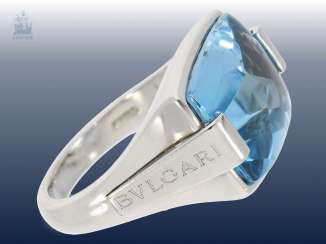 Ring: modern, massive Designer-goldsmith ring, signed Bvlgari, set with beautiful blue Topaz