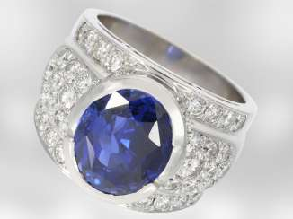 Ring: a valuable high-calibre sapphire ring with brilliant-cut diamonds, total approx. 8,22 ct, 18K white gold, unique hand-work, NP to about 70,000,-