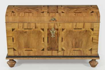 Baroque-Around Lid Of Chest