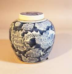 Chinese Porcelain vase with lid painted, Qing Dynasty