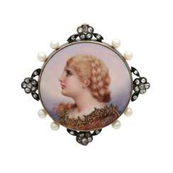 Portrait brooch with pearls and diamond roses,