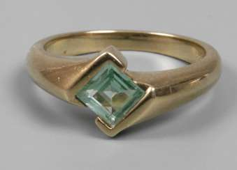 Ladies ring with Topaz