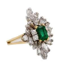 Ring with emerald and diamonds together approx. 1 ct,