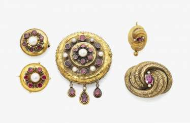 Four brooches with pearls, Germany, around 1860-1870