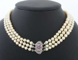 Three-row pearl necklace 20th century