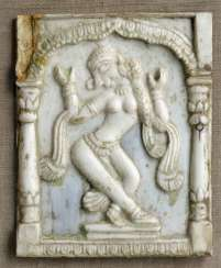 Plaque made of ivory with geschitzter representation of a dancer
