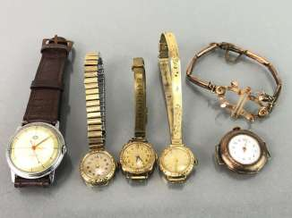 Four Ladies wristwatches and a gentleman's wristwatch, art Deco, art Nouveau. A Watch Claw. Gold Doublée, very nice.