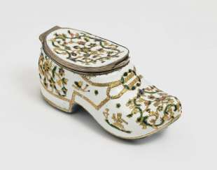 Tabatière in the Form of a Shoe, Berlin or Meissen, 2. Third 18. Century, probably Fromery workshop
