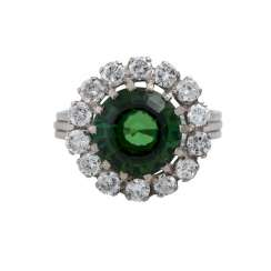 Ring with green tourmaline approx. a 3.1 ct, entouriert of 14 brilliant-cut diamonds,