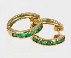 Hoop earrings with emerald - yellow gold 333