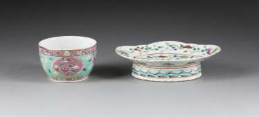 TWO BOWLS WITH FLORAL DECOR