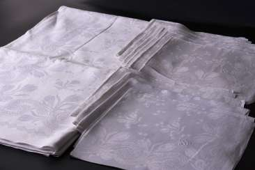 Art Nouveau table cloth and 11 napkins from 1905