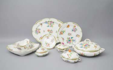 HEREND dinner service for 12 persons 'Queen Victoria', 20. Century.
