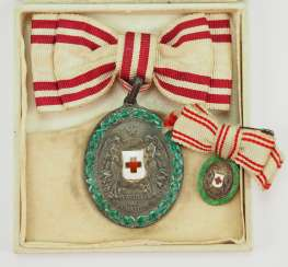 Austria: Red cross medal, in silver, with KD, miniature and sheath.