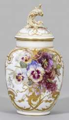 Magnificent lidded vase with Pâte-sur-pâte and soft painting