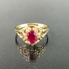 Ladies ring with ruby, 1 carat. Yellow gold 585. Very nice.
