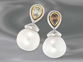 Earrings: very beautiful, valuable South sea cultured pearl stud earrings with fancy pear-cut diamonds, 1.4 ct, 14K white gold