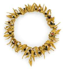 Exceptional gold necklace with leaf motifs