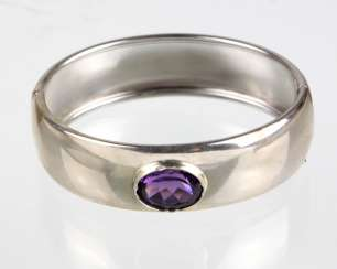 Bangle with Amethyst solitaire 8,10 ct.