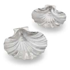 A PAIR OF GEORGE I SILVER SHELL DISHES