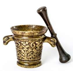 Important South Tyrolean mortar with lion head Handle and pestle