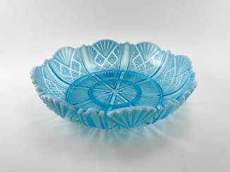 A dish of pressed colored glass, England, company Davidson, 1890.