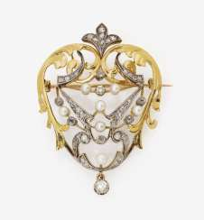 Art Nouveau brooch with diamonds and cultured pearls. France, around 1900