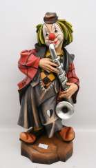 CLOWN WITH SAXOPHONE, beschnitztes and polychrome painted wood, in the Allgäu at the end of 20. Century