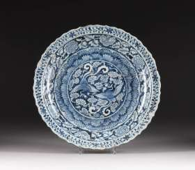 Large DISH WITH DECORATION OF PHOENIXES