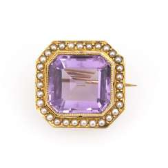 Brooch with Amethyst and pearls, around 1900