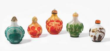 5 flashed glass snuff bottles
