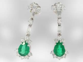 Earrings: elegant ladies earrings with diamonds/brilliant and very beautiful emerald drops, 18K white gold, the court jeweller Roesner