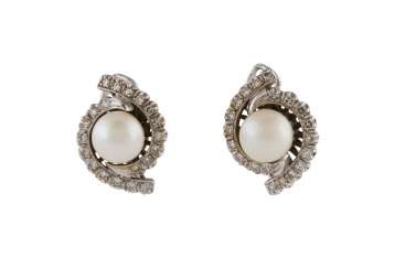 PAIR OF PEARL EAR STUDS WITH DIAMOND TRIM
