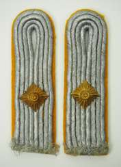Luftwaffe: Pair of shoulder boards for a first lieutenant in the air force.