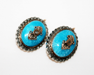 Earrings with enamel and diamonds