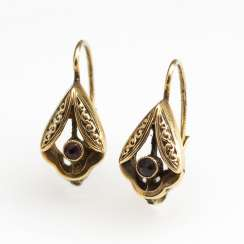 Small earrings pair with garnet around 1900