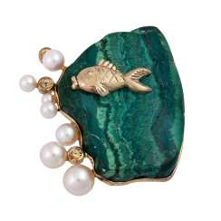 Brooch made of malachite with fish detail, cultured pearls and cubic Zirconia