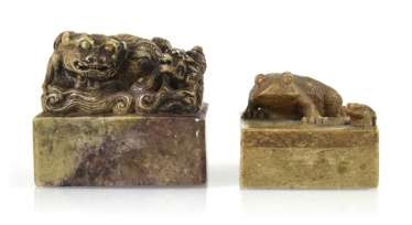 Two soapstone seals with Shishi and toads decor